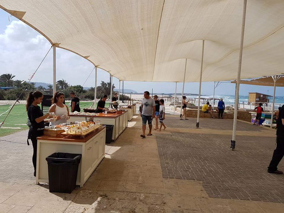 פארק מים שונית - סגור לארועים ארוחת צהריים עריכה קולינריה מוקפדת ובריאה על החוף