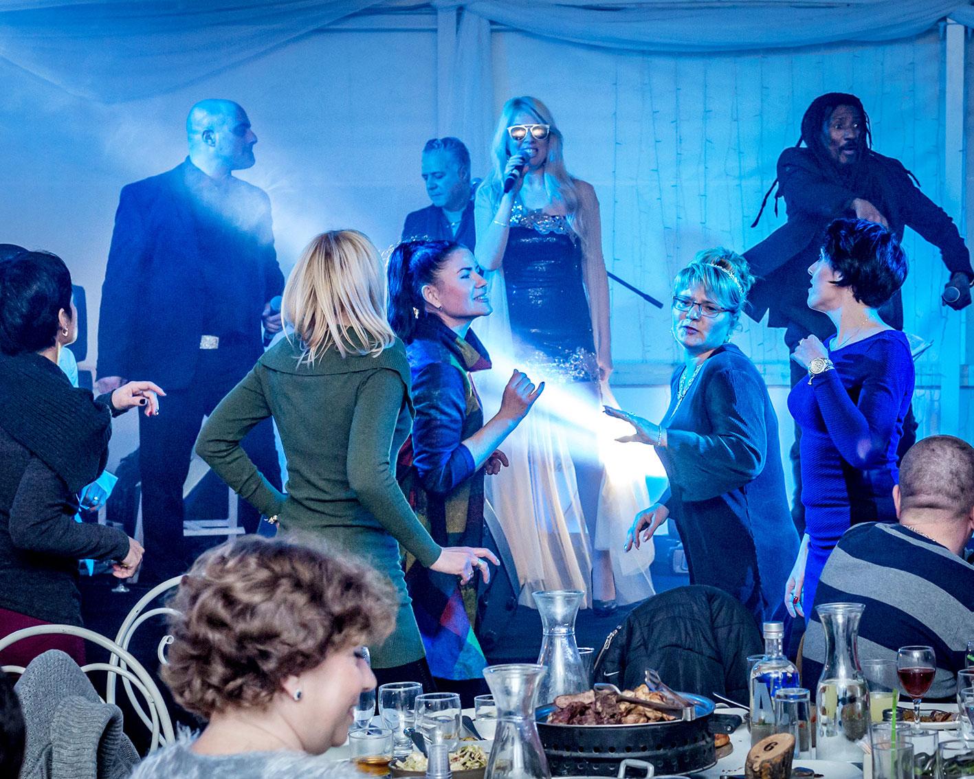 להקה סוחפת לריקודים -ולגיבוש החברה